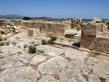 Galatas palace: the courtyard and north facade close-up