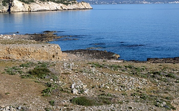 Gournia harbour: the fortifications