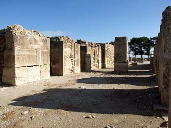 Phaistos: The storage magazines